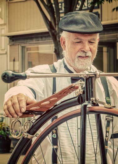 Old-Fashioned-Bicycle-Man