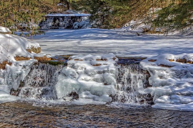 Frozen-Falls