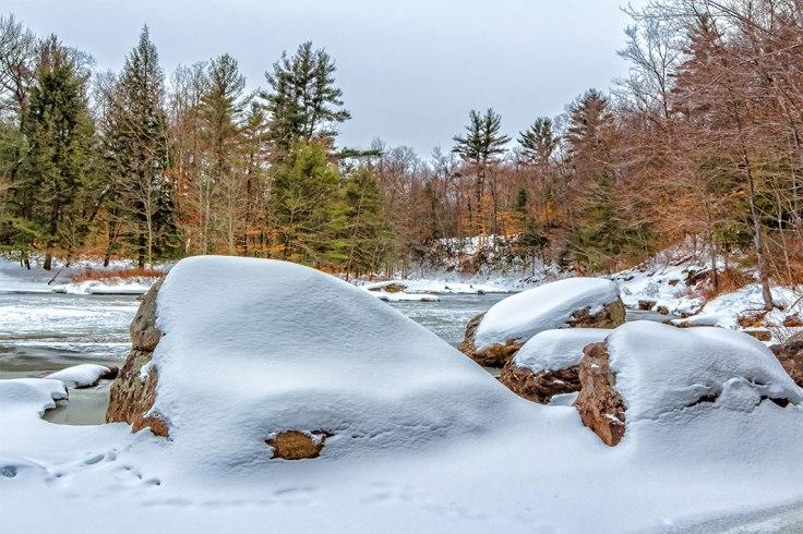 Snow-Rocks-2