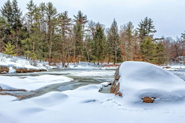 Snow-Rocks-3b