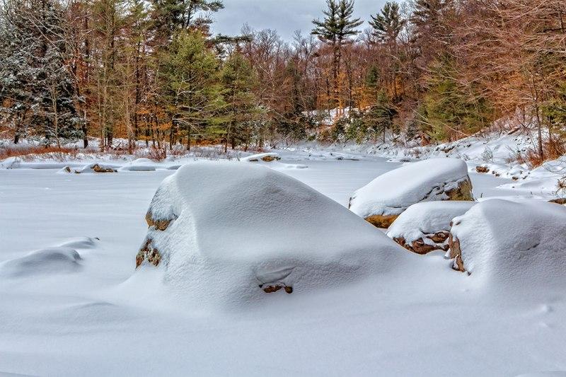 Snow-Rocks