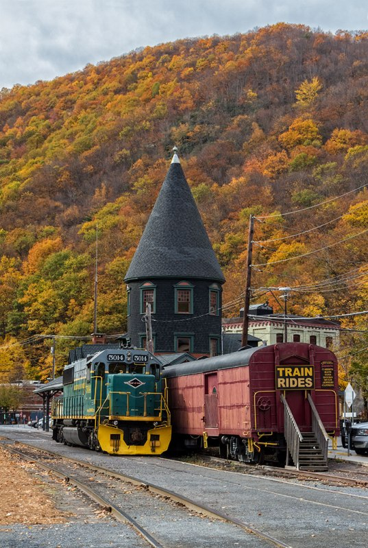 Jim-Thorpe-In-Fall-7
