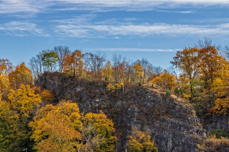 fall-leaves-and-cliff