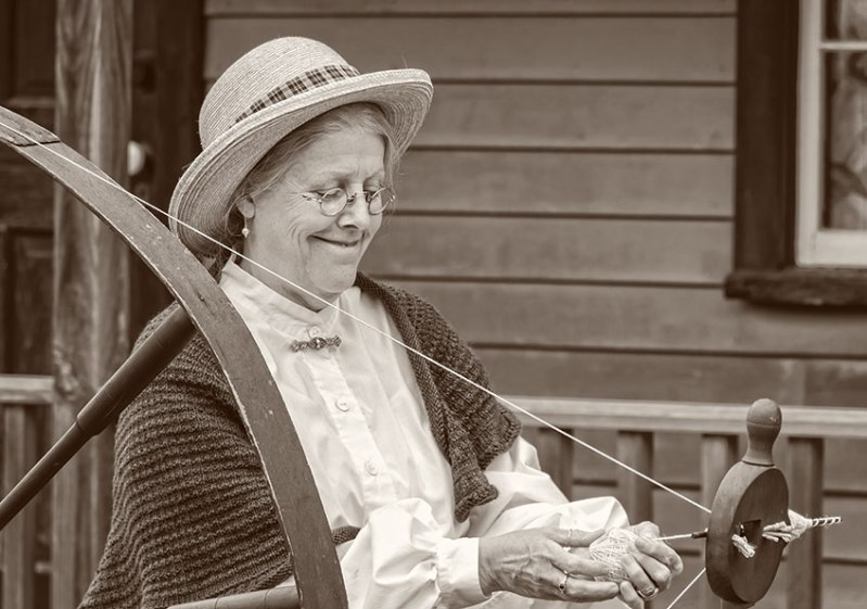old-fashioned-woman-5