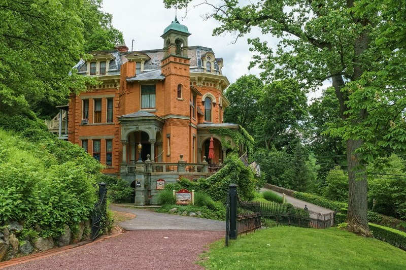 Packer-Mansion-3