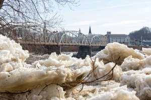Susquehanna-Ice-Chunks-3