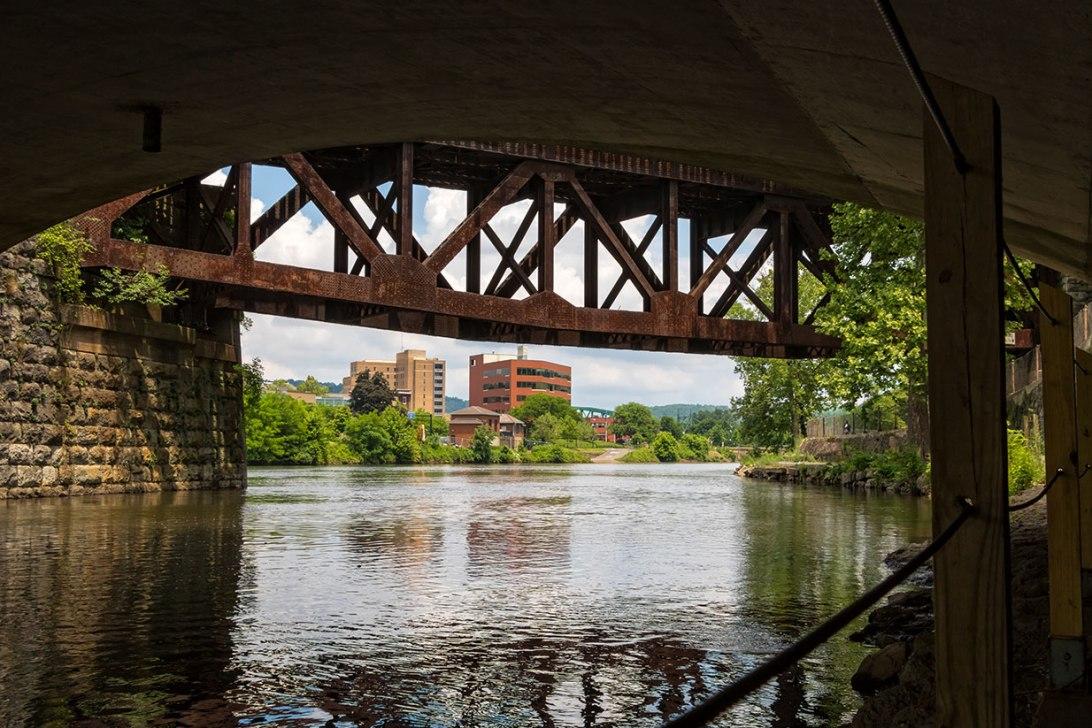 Under-The-Bridges-2