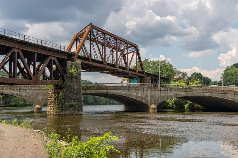 Under-The-Bridges-5