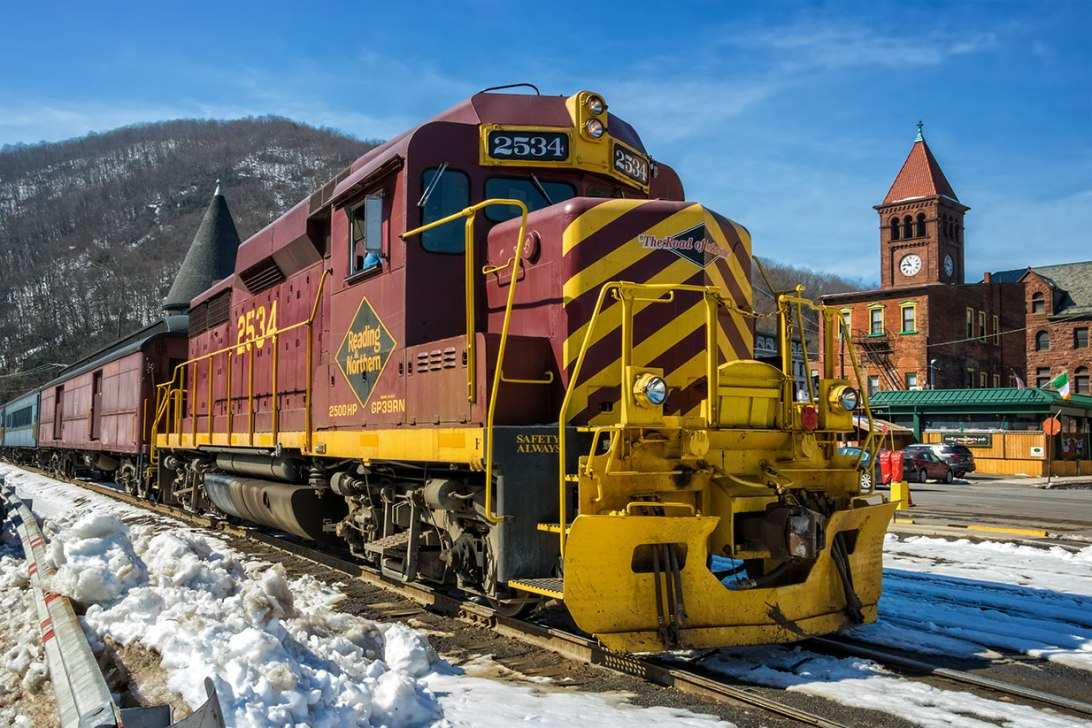 Winter-Train-In-Jim-Thorpe